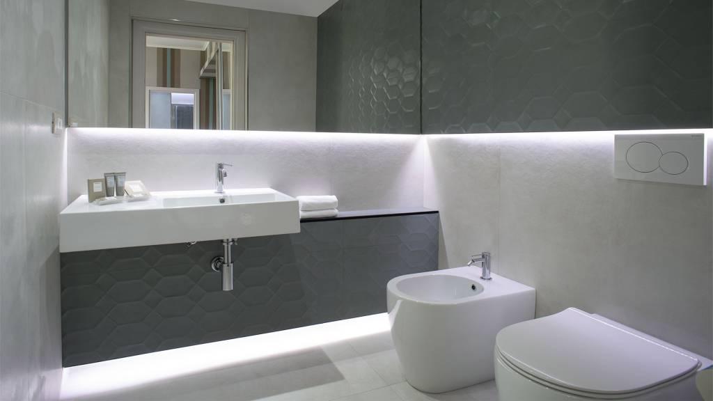 Hotel-Salus-Terme-Bagno-Suite-222-223-bagno1
