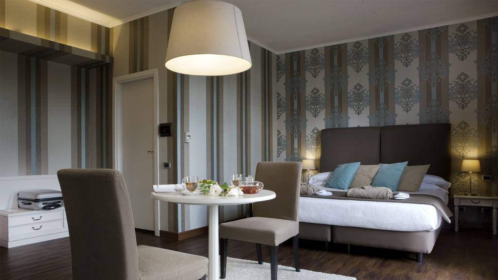 Hotel-salus-terme-viterbo-junior-suite-design--suite-carta-parati-3