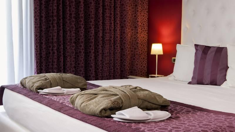 Hotel-salus-terme-viterbo-suite-superior-letto-amaranto